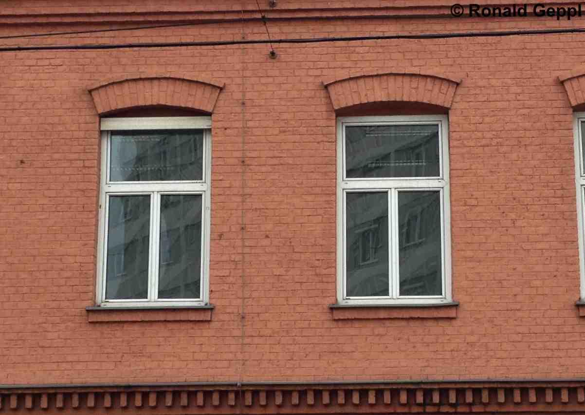 Bild einer Fassade mit Fenstern